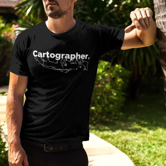 Cartographer Model – Official Merchandise Spesial Kaos Spasial